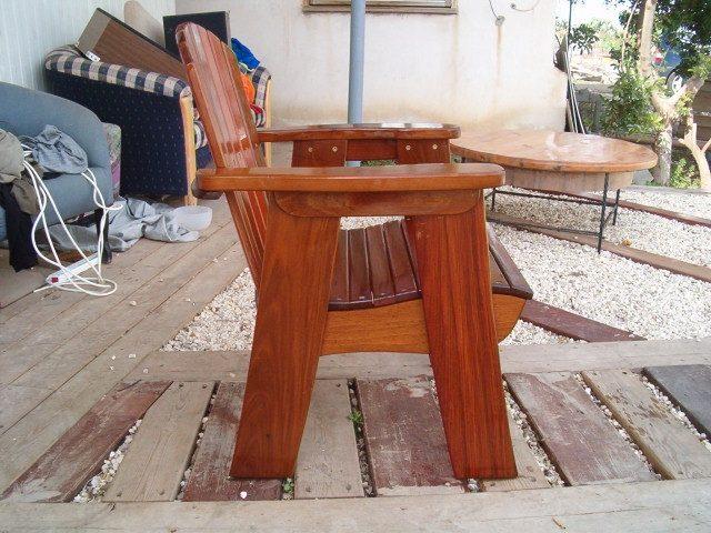 כיסא לבריכה מעץ איפאה