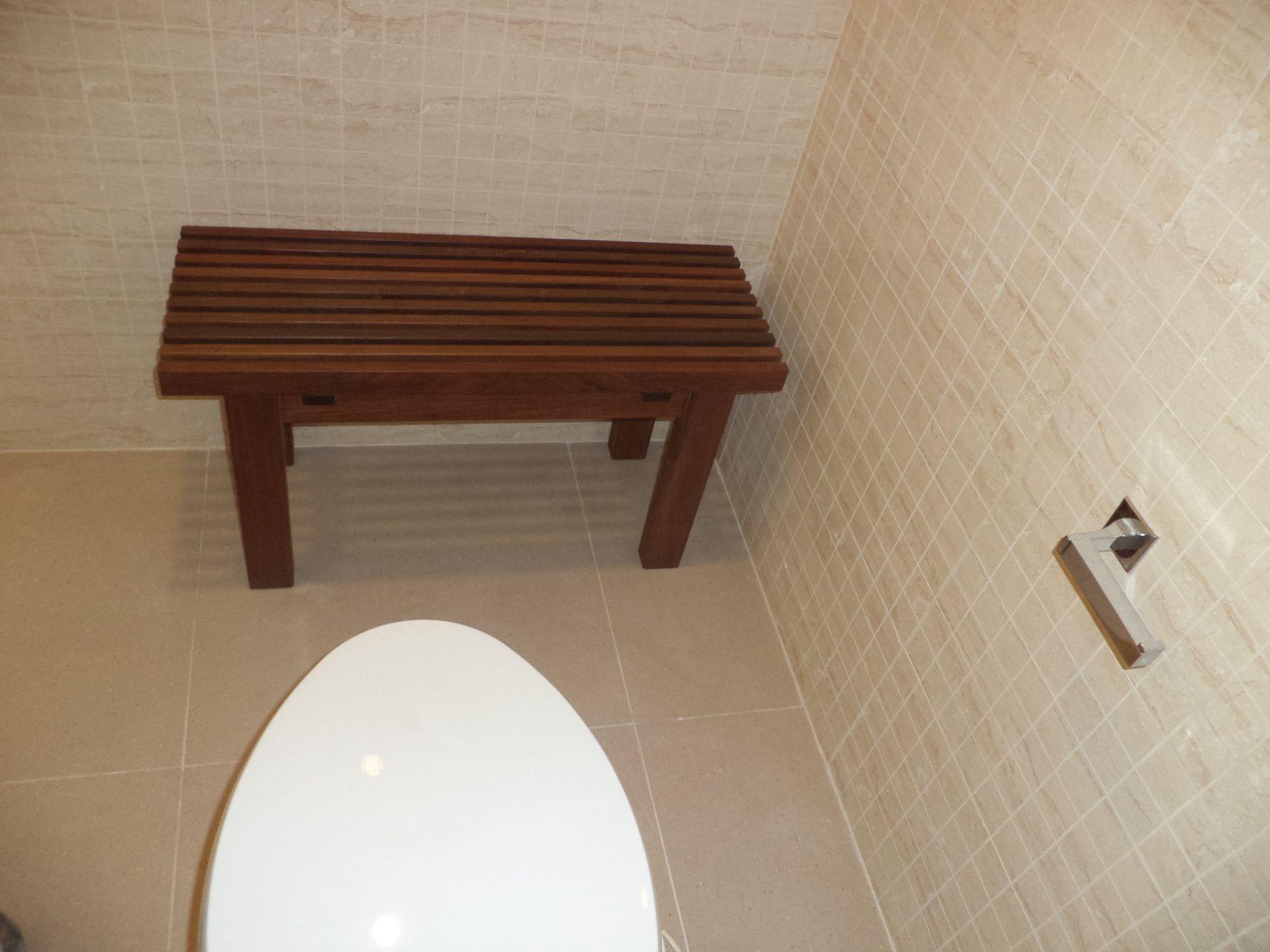 ספסל למקלחת ושרותים