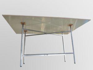 שולחן מתקפל עם רגלי מספריים