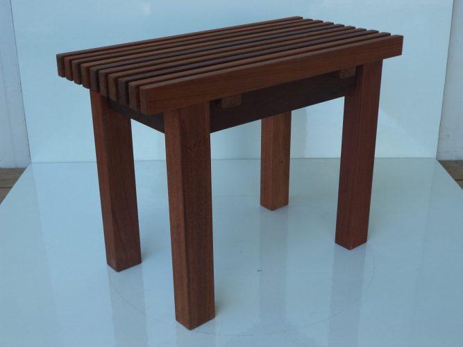ספסל למלתחה דגם קוסטה