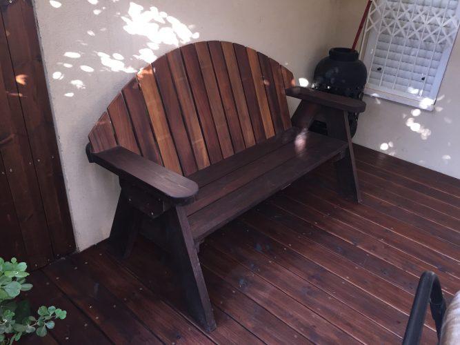 ספסל עץ מסוג מורן
